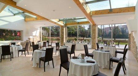 Ristorante oasis ele green park hotel pamphili roma, italia