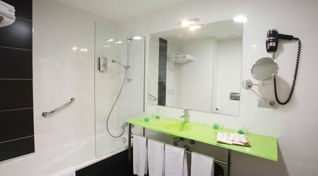Baño habitación familiar hotel ele enara boutique valladolid