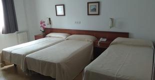 Standard triple room hotel ele acueducto segovia